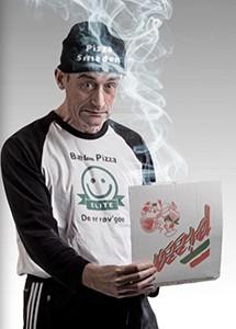 Pizzasmeden servere fest underholdning med personlig bid